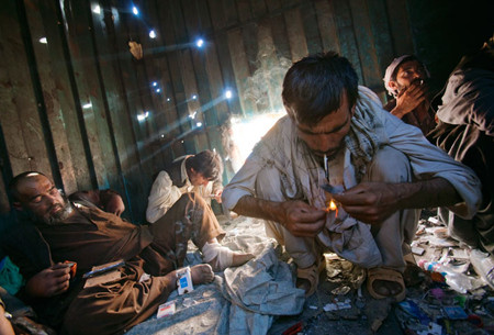 drugs_aids_afghans
